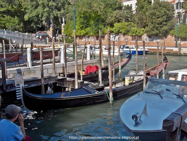 Canais, gôndolas, Veneza Romântica