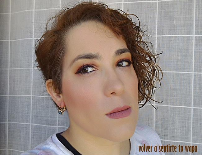 Maquillaje ojos ahumado en tonos rojizos