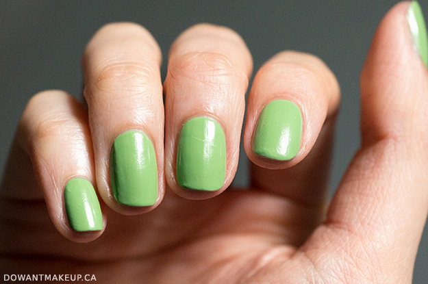 Clinique Hula Skirt nail polish - Pantone Colour of the Year 2017 Greenery