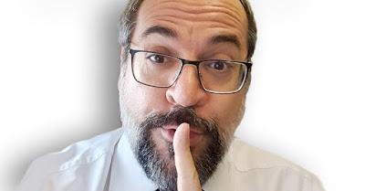 Weintraub fazendo gesto de cale a boca