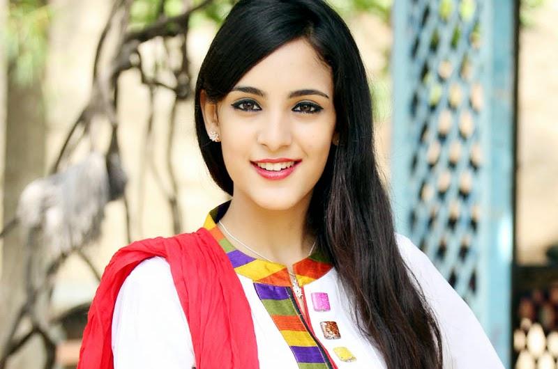 Telugu Actress Kanika Kapoor Latest Stills and Photos
