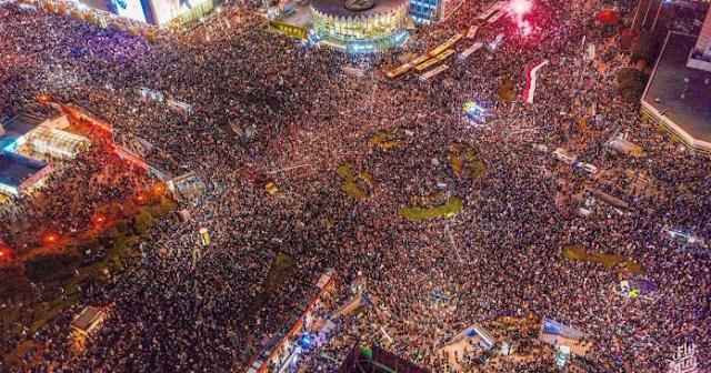 Manifestantes pró-escolha em Varsóvia.