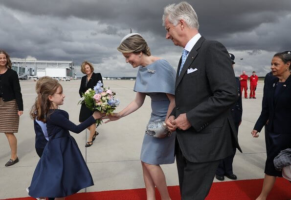 Queen Mathilde wore Natan grey cape dress. Thuringia and Saxony-Anhalt states of Germany. Erfurt-Weimar airport