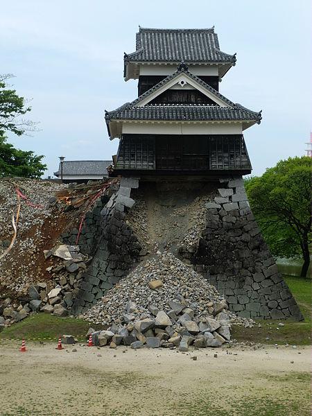 danni terremoto castello kumamoto