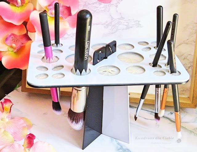 gadżety urodowe z AliExpress, beauty gadżety z AliExpress, haul z aliexpress, stojak na pędzle, stojak na pędzle do makijażu, stojak na pędzle z aliexpress, kwadrans dla ciebie