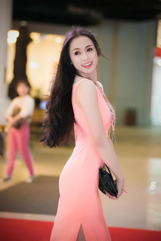 Hoa hậu Ngọc Anh diện váy sexy