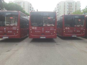 Raggi consegna altri 10 nuovi bus Atac a Casal Bruciato