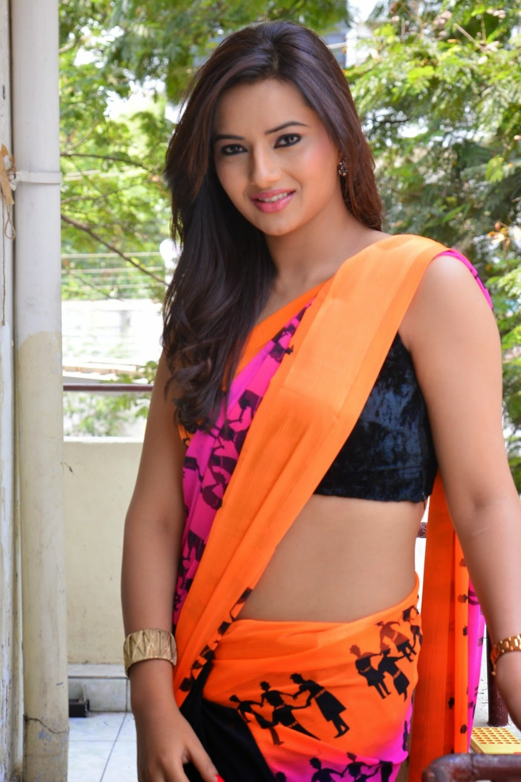 Actress Isha Chawla Latest Hot Navel Saree Photo Stills Latest Indian Hollywood Movies Updates Branding Online And Actress Gallery