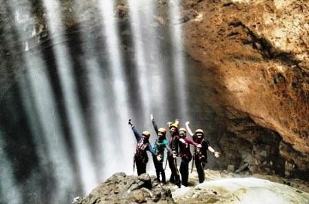 Wisata Goa Jomblang Yogyakarta