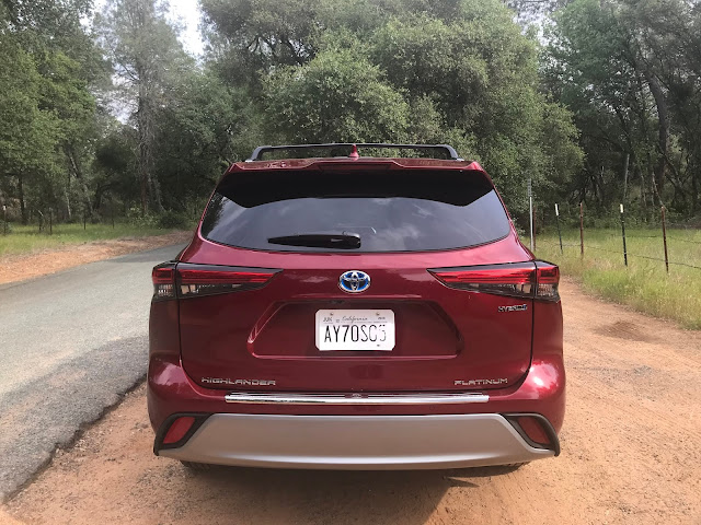 Rear view of 2020 Toyota Highlander Hybrid Platinum AWD