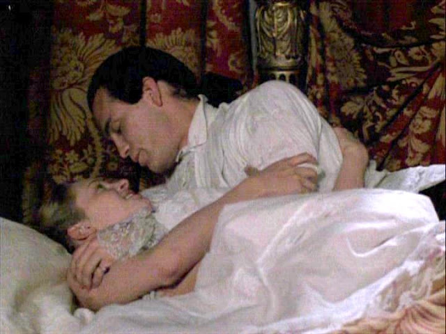 Dangerous Liaisons 1988 movieloversreviews.filminspector.com John Malkovich Uma Thurman