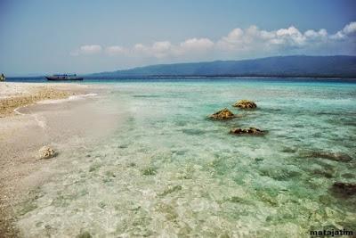 pesona pantai brangsing banyuwangi