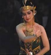mencerminkan kekayaan dan keanekaragaman suku bangsa dan budaya Indonesia Materi Sekolah    Sejarah Kesenian Tari Di Indonesia