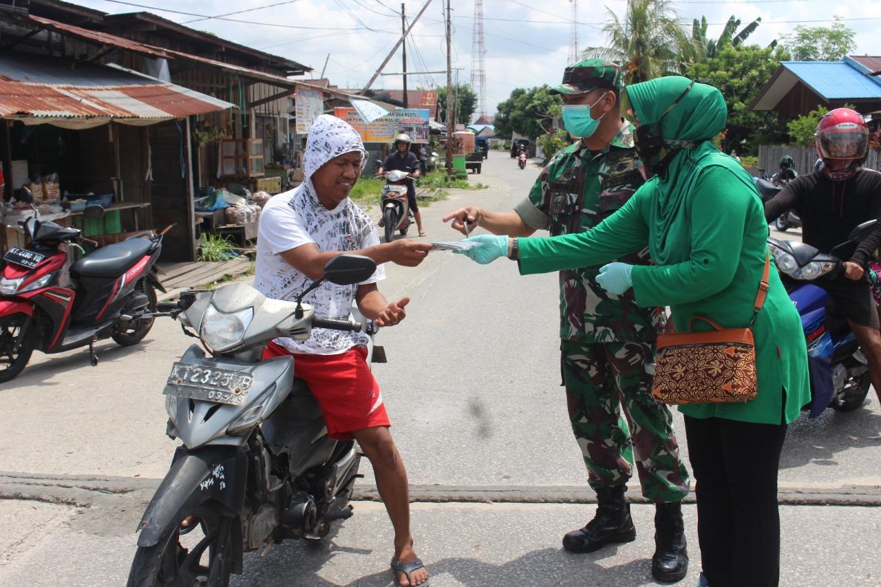 Merasa Terpanggil, Persit KCK Kodim 0913 PPU Bagikan Sembako dan Masker ke Masyarakat