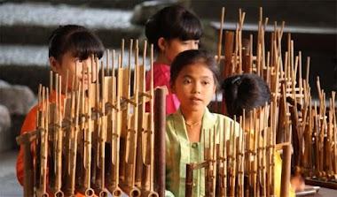 Melestarikan Budaya Indonesia