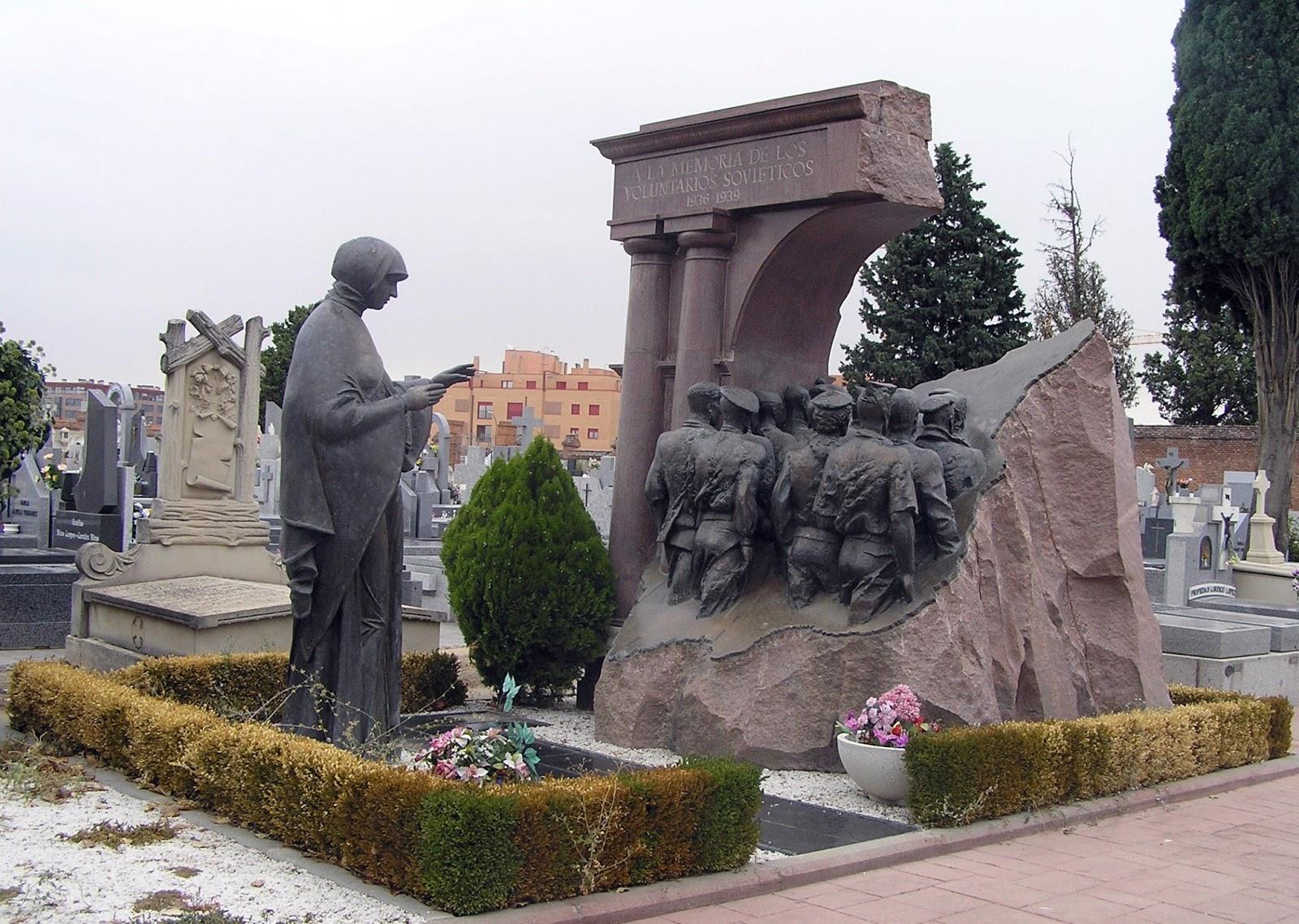 """""""Monumento a los voluntarios soviéticos en la Guerra Civil Española"""", de Rukavishinikov y Voskresenskiy, en Madrid"""