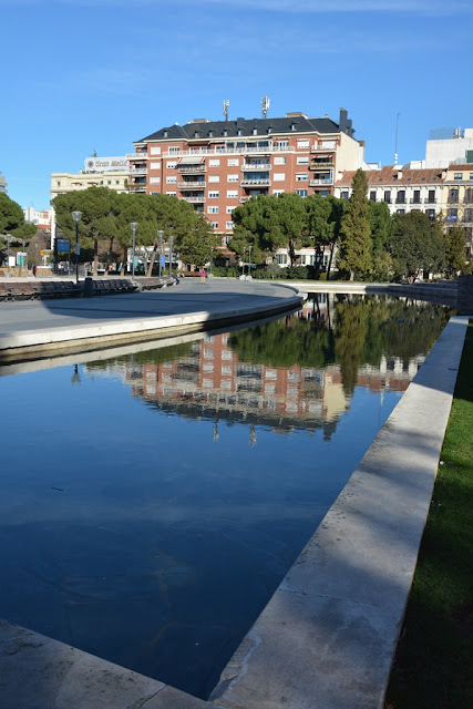 Plaza Colon Madrid reflexion