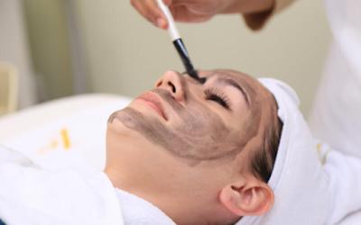 Perawatan Kulit di Klinik Dermatologi