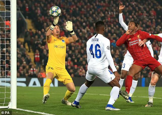"""Video Liverpool 2-1 Genk: Canh bạc mạo hiểm, thoát hiểm nhờ """"gà son"""""""