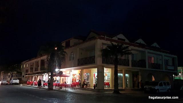 A cidade de Santa Maria, Ilha do Sal, à noite