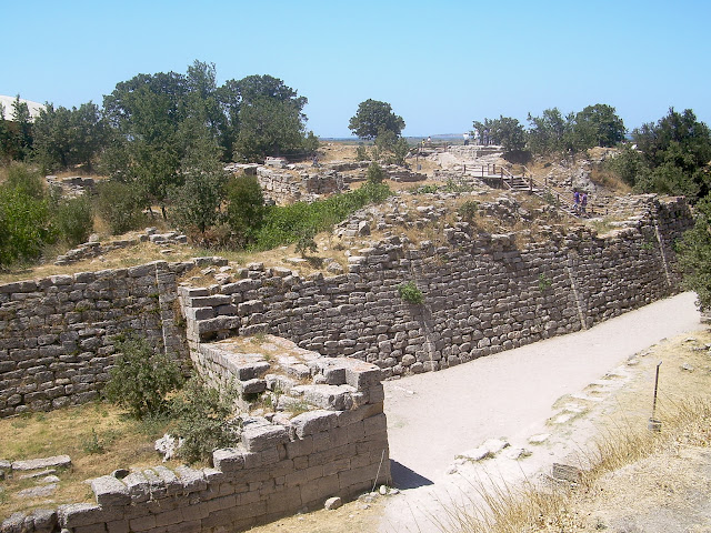 Walls of Troy, Turki