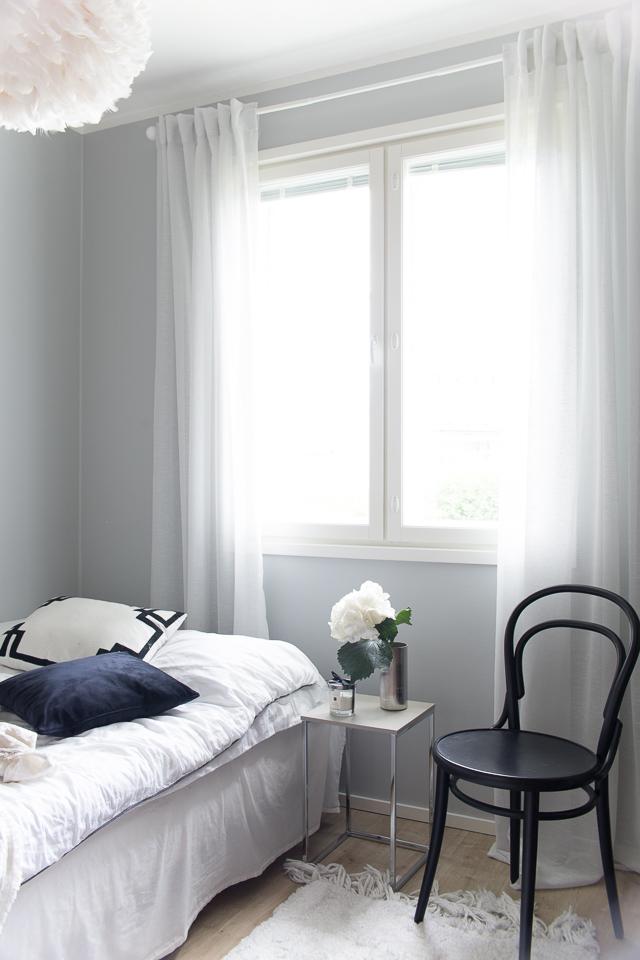 Villa H, vierashuoneen sisustus, TON-tuoli, makuuhuone, sisustus