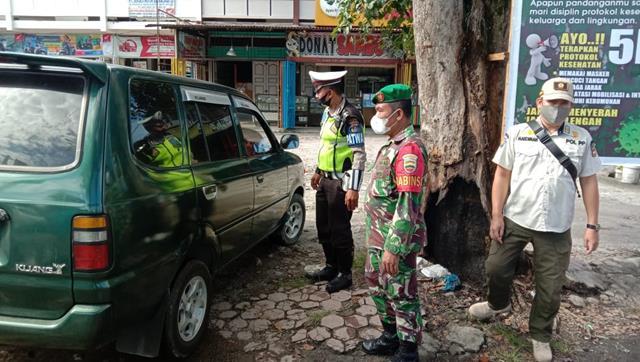 Pelaksanaan Ops Penyekatan PPKM Level lV Didampingi Personel jajaran Kodim 0207/Simalungun