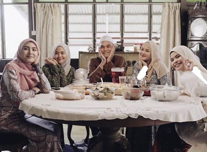 Lirik Lagu Menanti Di Aidilfitri – Wany Hasrita, Wani, Muna Shahirah, Wan Azlyn