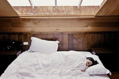 Istirahat Jadi Nyaman dengan 6 Tips Membersihkan Tempat Tidur Ini!