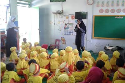 Pengembangan Kemampuan Mendongeng Guru TK/RA/PAUD/SD/MI Melalui Pelatihan