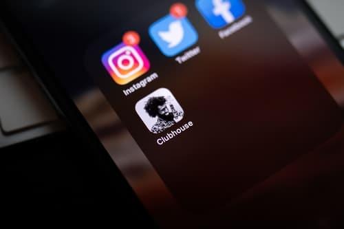 كل شيء تود معرفته عن تطبيق Clubhouse الرائج والأشهر بين منصات التواصل الحالية