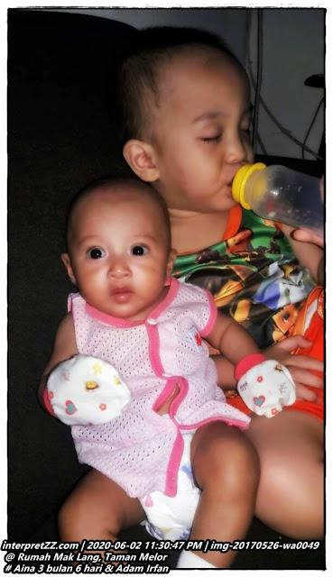 gambar Aina bayi perempuan 3 bulan 6 hari bersama Adam Irfan.