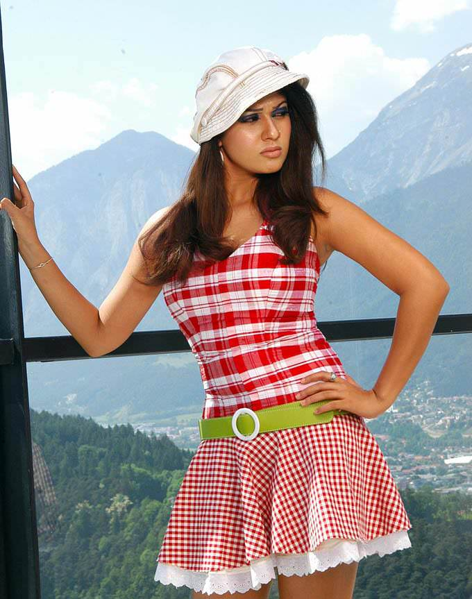 nayanthara hot in mini skirt