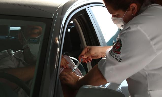 Ministério da Saúde anuncia vacinação contra a covid-19 para trabalhadores da educação