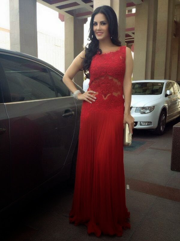 Sunny Leone posing in red gown while promotion of Ragini MMS 2 at Delhi