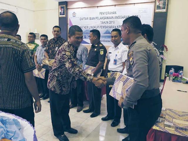KPPN Saumlaki Serahkan DIPA Tahun 2019 Senilai Rp278 Miliar