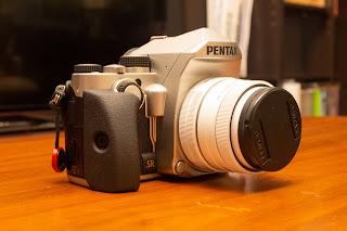 PENTAX KP の外観は非常にデザイン性が高く高級感がある