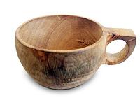 Tek parça ağaç malzemeden yapılmış kulplu su kabı veya çay fincanı