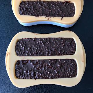 Barres de céréales au chocolat, quinoa et beurre de cacahuètes avant prise au frigidaire