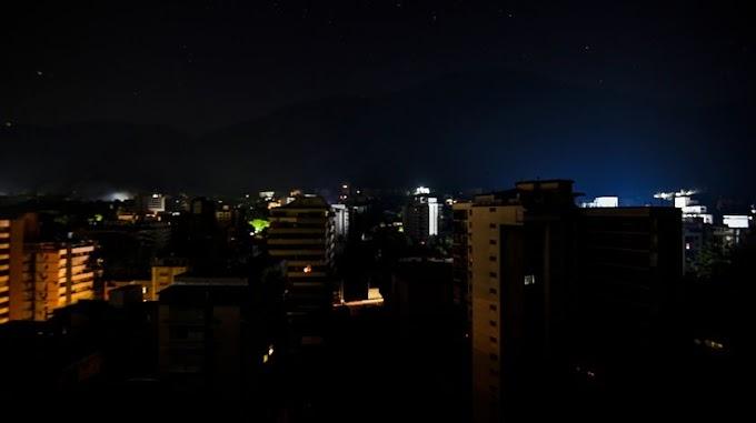 Apagón continúa en Venezuela; Guaidó convoca a manifestaciones