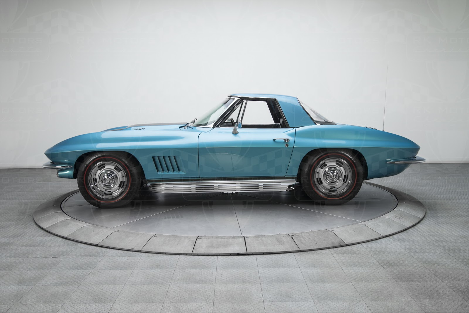 this c6 based 39 67 corvette 427 replica costs nearly twice as much as the original. Black Bedroom Furniture Sets. Home Design Ideas