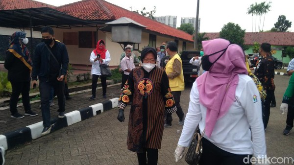 Mensos Risma Kunjungi Balai Rehabilitasi Sosial di Bekasi, Sapa Tunawisma