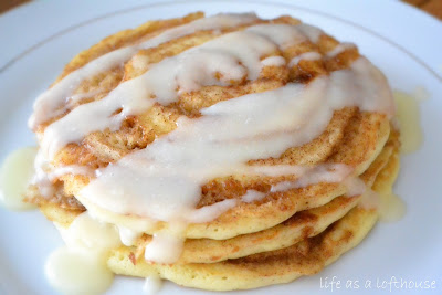 healthy breakfast before workout : cinnamon roll pancakes