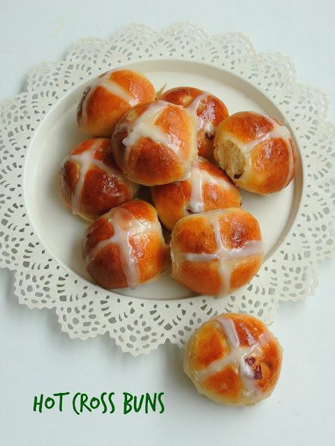 Hot cross buns, Eggless Cranberries hot cross buns
