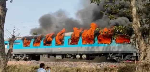 Fire in Delhi Dehradun Shatabdi Express