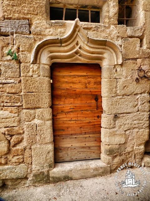 VIENS (84) - Le village médiéval