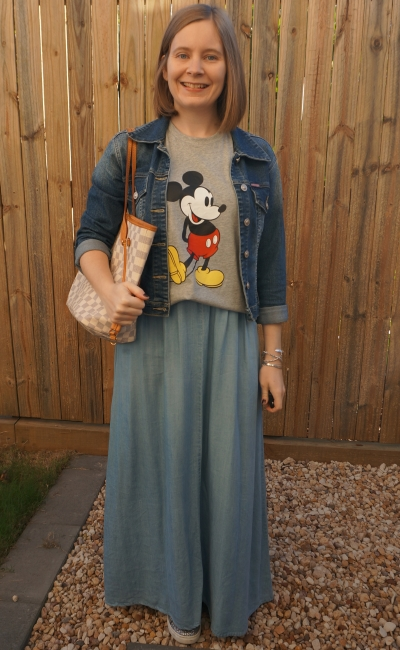 double denim chambray maxi skirt and graphic tee with Louis Vuitton neverfull for themepark mum style | awayfromblue