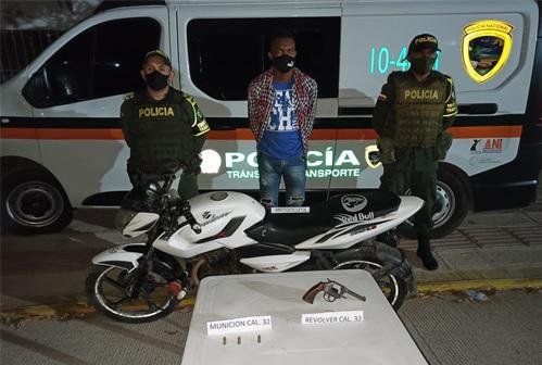 https://www.notasrosas.com/Policía Cesar captura una persona en Bosconia, por Porte Ilegal de Arma de Fuego