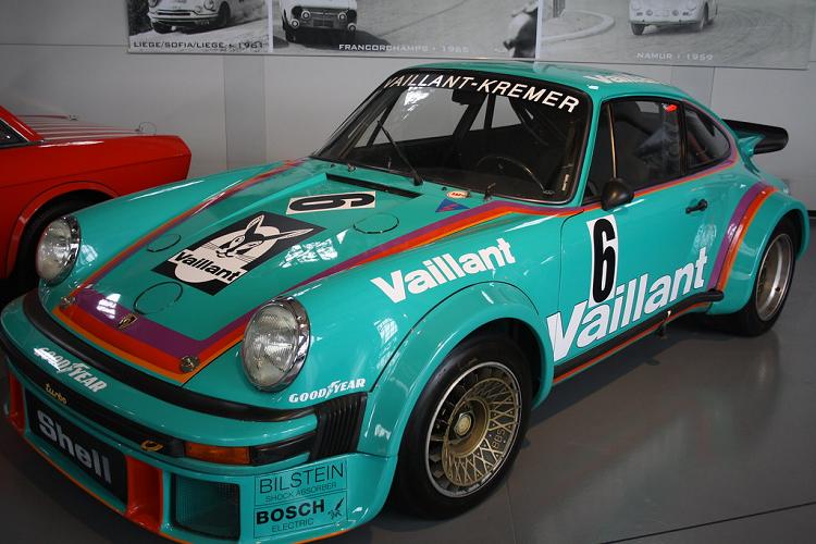 Porsche 911 GT2 RS Clubsport 'Vaillant' khoác màu áo huyền thoại