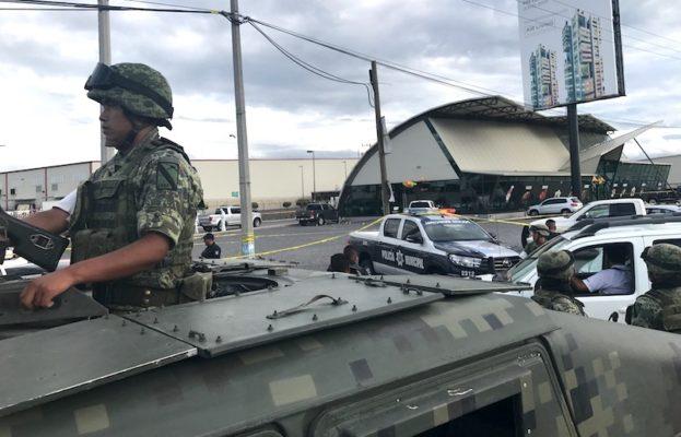 """VÍDEO; Ejecutan a """"El Macetas"""", empresario Michoacano y escoltas, en Querétaro"""